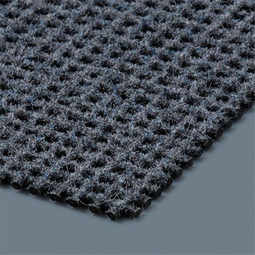 Die Polyamidflocken helfen, sich im Boden zu verhaken und stabiliseren die Matte