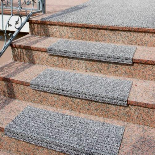 Antirutsch Stufenmatten sichern dank PVC-Granulat und Glasfasergewebe ganzjährigen sicheren Halt